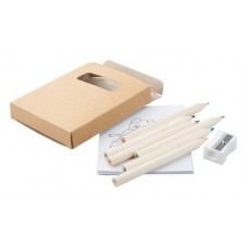6 creioane colorate din lemn, ascutitoare si caiet de colorat.